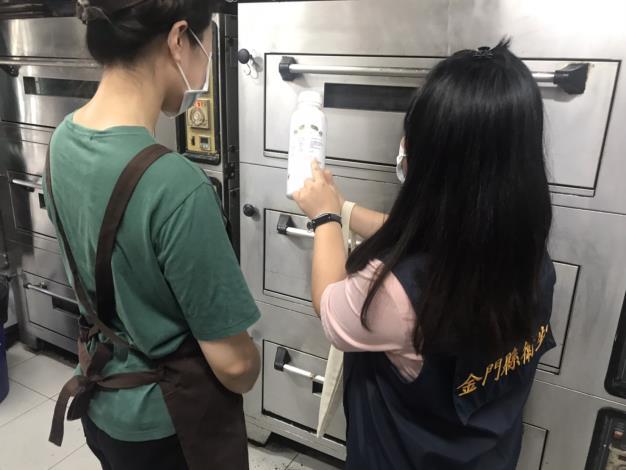稽查烘焙業,跟業者宣導食品添加物使用範圍及限量標準等相關資訊