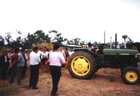 農試所-舉辦農機觀摩會照片