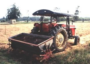 農試所-有機肥撒播機照片