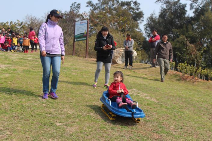 幼兒園滑草體驗