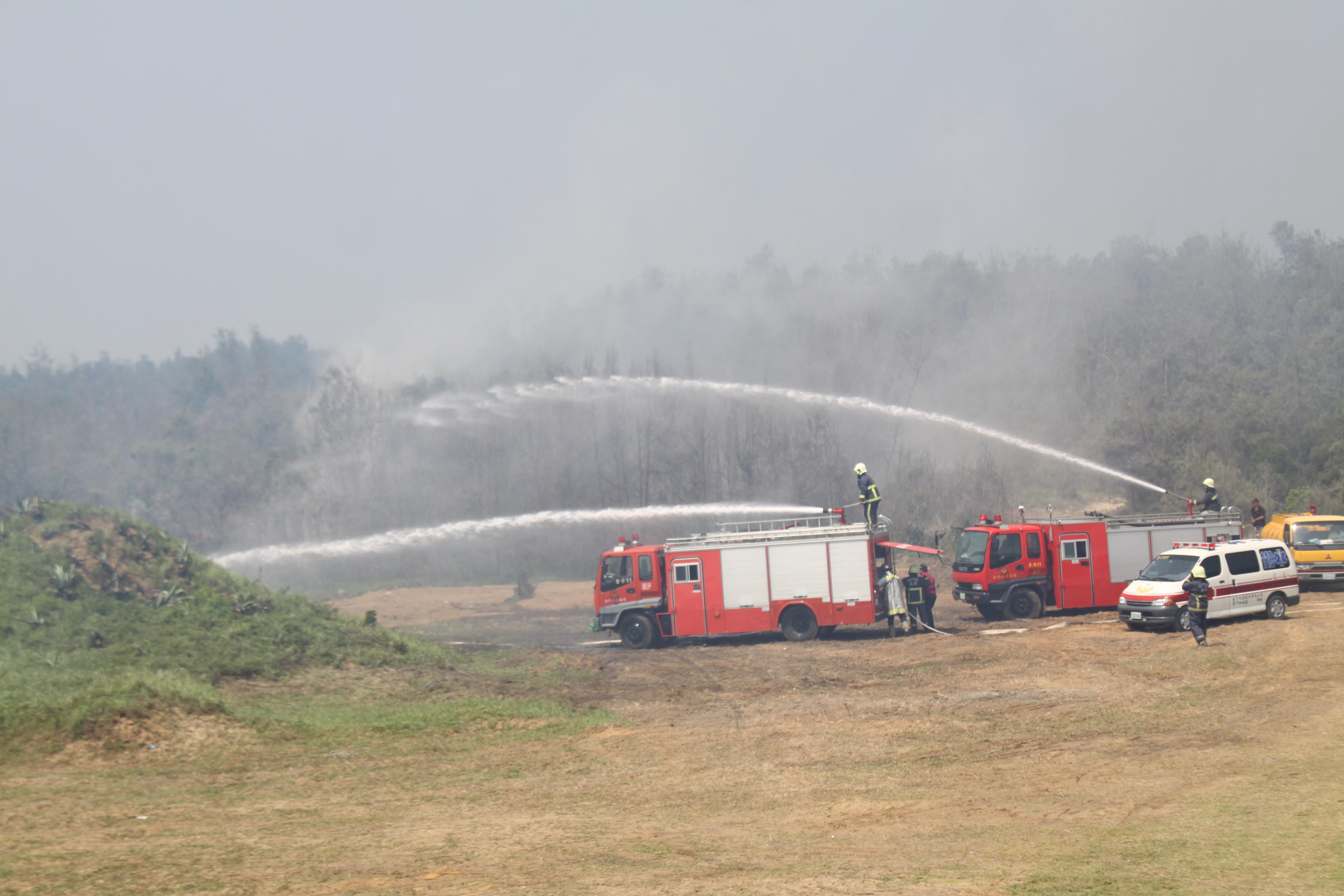 消防車灑水