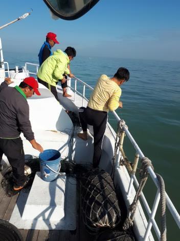 水試所聯合海巡單位加強取締越界大陸漁船照片