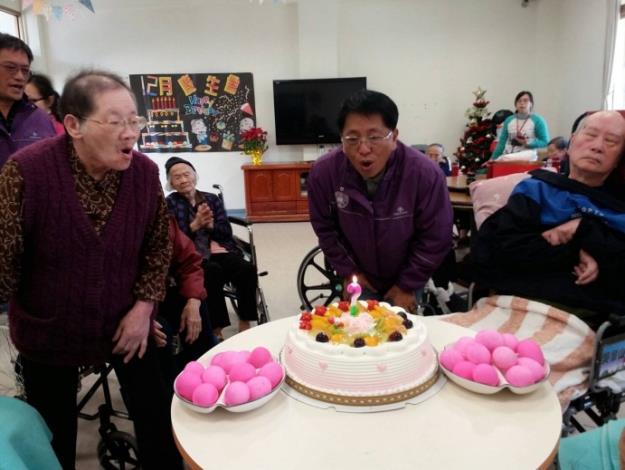 105年養護住民12月份慶生會暨餐會