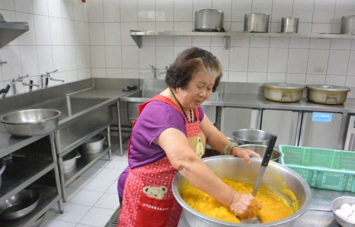 105年度金寧鄉樂齡學習中心好食在系列─南瓜粿DIY