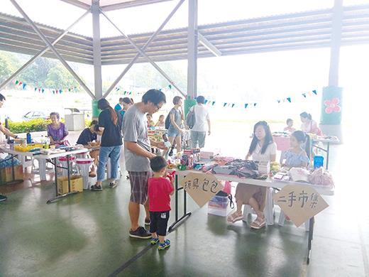 烈嶼鄉公所舉辦「親子活動-小小頭家夏日市集」,透過市集,讓小朋友惜物愛物。(許加泰攝)