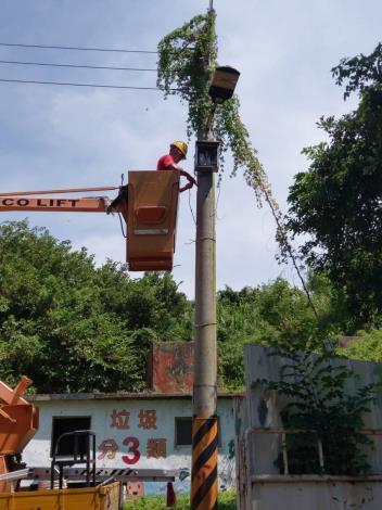 峰上巡檢司城路段路燈搶修3