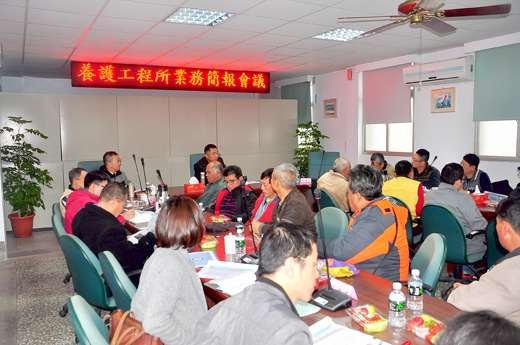 縣長楊鎮浯昨日下午前往養工所聽取業務簡報。